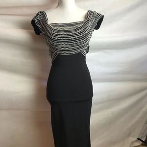 Dresses & Skirts - Full Length elegant stretch gown size Small
